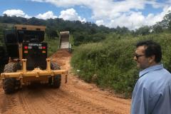 Prefeitura de Umbuzeiro realiza melhoramento de várias estradas do Município