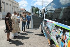 Prefeitura de Umbuzeiro entrega a população Van 0 km
