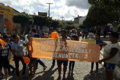 Secretaria de Assistência Social promove passeata vivenciando a campanha de combate à violência sexual infantil em Umbuzeiro