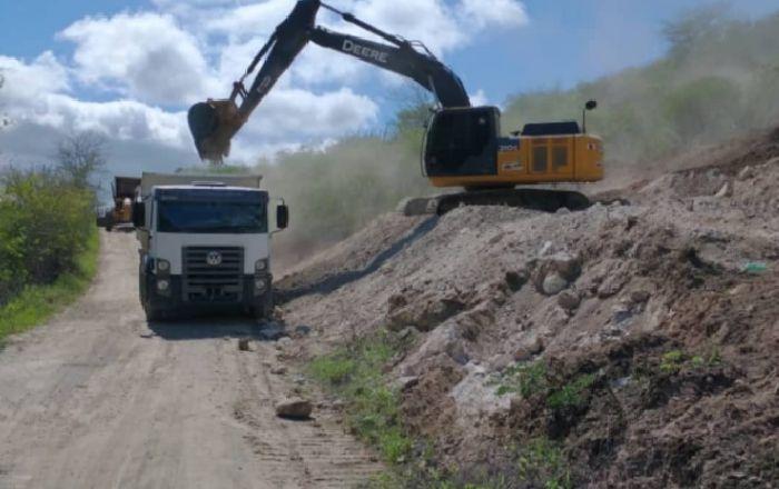 PREFEITURA DE UMBUZEIRO ESTÁ RECUPERANDO ESTRADAS NA ZONA RURAL DO MUNICÍPIO