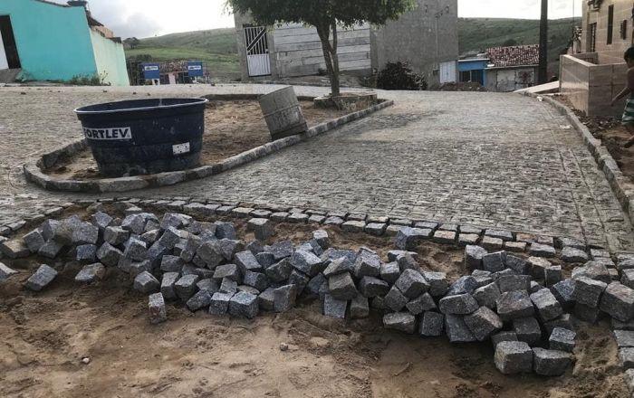PREFEITURA DE UMBUZEIRO PAVIMENTA MAIS UMA RUA NA CIDADE